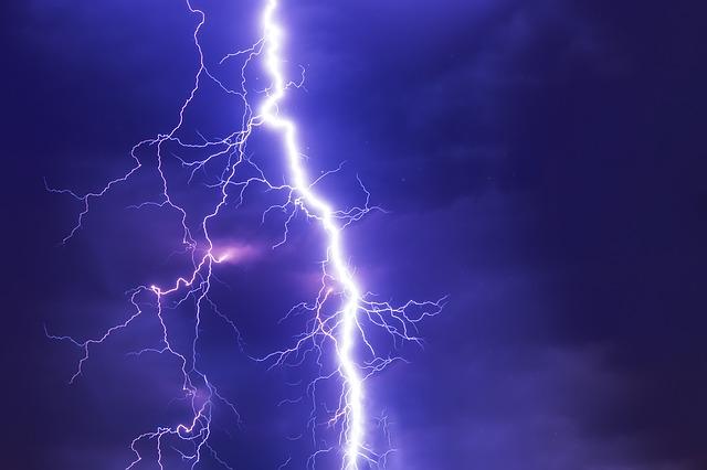 noční bouře