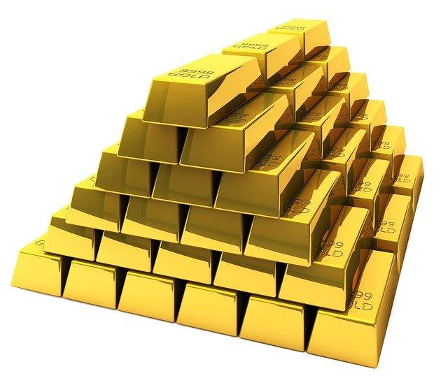 cihlová pyramida.jpg